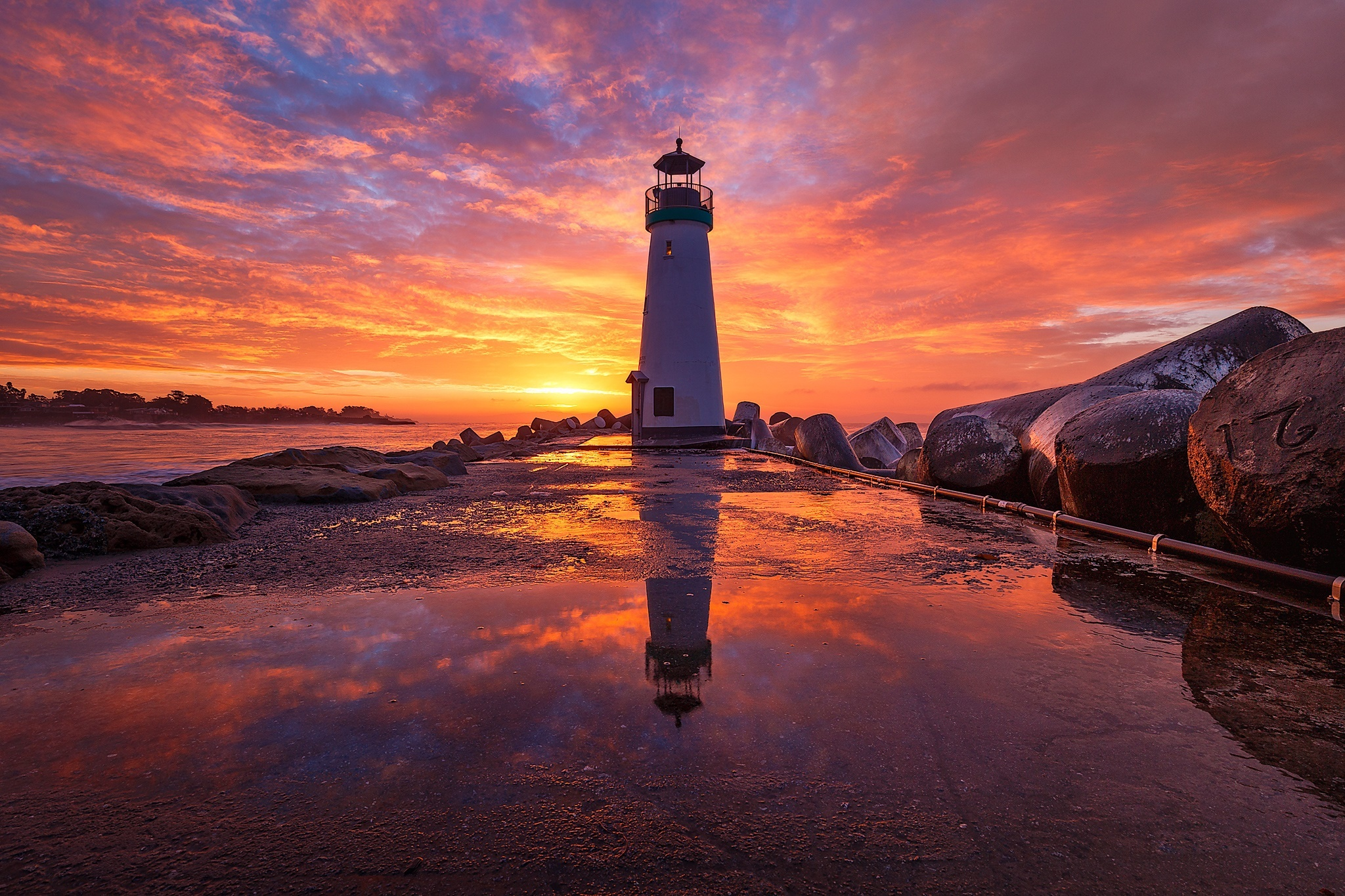 Fiery-sunset-at-lighthouse-pier